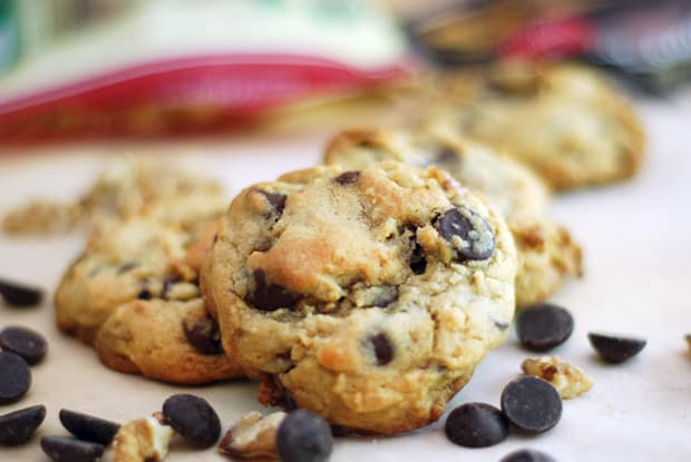 Post image for Levain Bakery Chocolate Chip Walnut Cookies